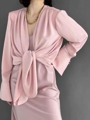 Блуза с плечами и складками розовая